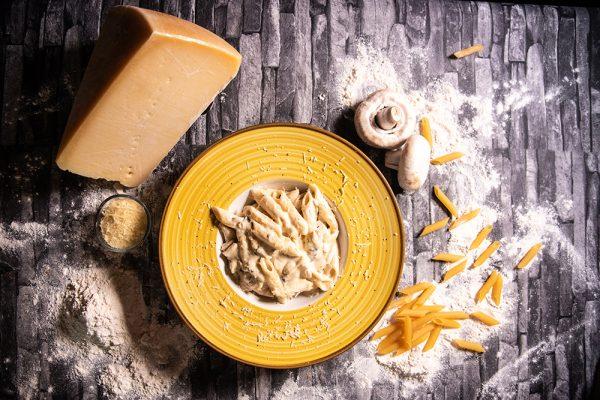 Proper Pizza & Pasta Paste - Penne con Funghi 01