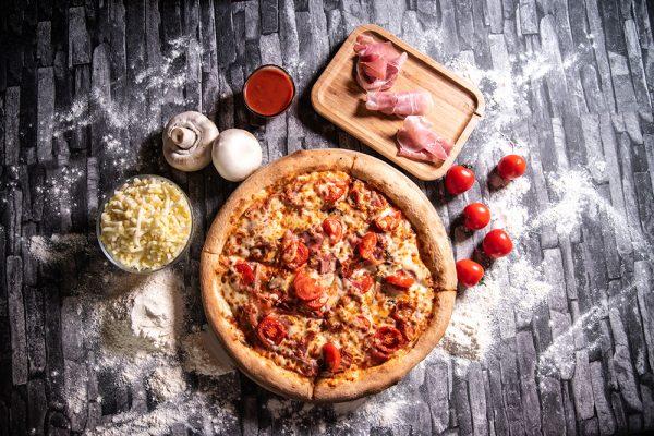Proper Pizza & Pasta Prosciutto Funghi 01