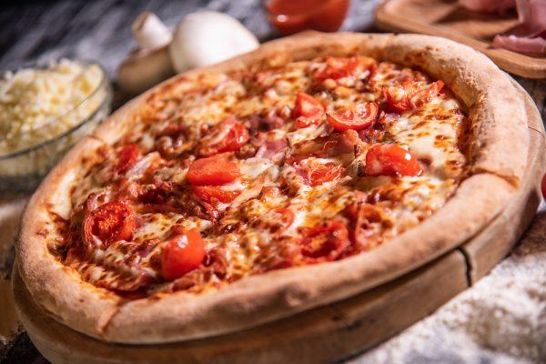 Proper Pizza & Pasta Prosciutto Funghi 02